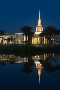 The Fort Lauderdale Florida Temple at night. (Copyright © 2014 LDS Church)