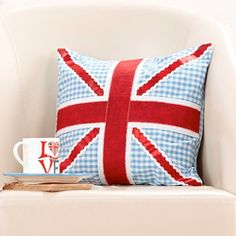 Great ideas for making projects featuring the most awesome British symbol - home decor, gifts and more.