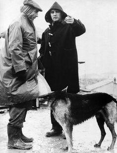 Michelangelo Antonioni and Steve Cochran between scenes of Il grido
