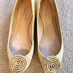 Talbots ballerina flat. Ballerina flat in pale yellow. Talbots Shoes