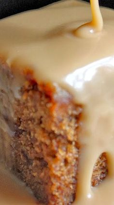 Sticky toffee cake, outlander recipes, pudding cake, date pudding, pudding reci Cupcakes, Cupcake Cakes, Pudding Recipes, Cake Recipes, Yummy Recipes, English Dessert Recipes, English Recipes, Just Desserts, Delicious Desserts