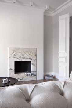 Beaufort Mansion in Chelsea, London / extrArchitecture Marble Fireplace Surround, Fireplace Surrounds, Stone Fireplaces, Home Fireplace, Fireplace Design, Home Living, Living Room Decor, Living Rooms, Home Interior Design