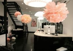 Have you heard of the funky Miss Fox in Melbourne? New article on our website now. Cool retro interiors for fun spa parties! Nail Salon Decor, Beauty Salon Decor, Beauty Salon Design, Salon Interior Design, Beauty Studio, Makeup Studio, Salon Decorating, Beauty Spa, Beauty Room