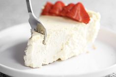 """The Best Keto Cheesecake This really is the best low carb and keto cheesecake. Even my non-keto family proclaimed """"This is the best cheesecake I have ever had!"""" best ever low . Keto Snacks, Snack Recipes, Dessert Recipes, Smoothie Recipes, Low Carb Desserts, Low Carb Recipes, Crepe Vegan, Keto Postres, Keto Vegan"""