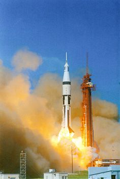 Apollo 7 Launch (October Apollo the first manned lunar orbital mission, lifts off from Cape Kennedy Launch Complex 34 at A. Cosmos, Space Projects, Space Crafts, Space And Astronomy, Nasa Space, Apollo Spacecraft, Apollo Space Program, Nasa Photos, Apollo Missions