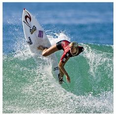 Bethany Hamilton, she is a professional surfer and is excellent at what she does. There is one thing about Bethany that makes her stand out more than others while on the board. She is missing her left arm from a shark attack that occurred when she was onl No Wave, Bethany Hamilton Shark Attack, Hawaii, E Skate, Professional Surfers, Soul Surfer, Sup Yoga, Am Meer, Big Waves