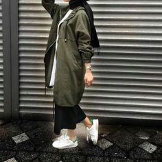 Trench coats with hijabi styling ideas Tesettür Kaban Mo Tesettür Kaban Modelleri 2020 Modern Hijab Fashion, Street Hijab Fashion, Modesty Fashion, Abaya Fashion, Muslim Fashion, Fashion Outfits, Fashion Women, Style Fashion, Hijab Style Dress