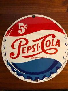 Pepsi Cola, Coke, Vintage Signs, Vintage Toys, Carolina Do Norte, Clock Ideas, Old Signs, Bottle Caps, Advertising Signs