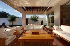 House S / LASSALA + ELENES Arquitectos - not sure whether this is a roof terrace but it could well be ...