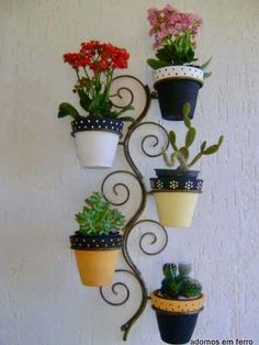 Creative Mini Garden Ideas to Beautify Outside Walls On A Budget Diy Garden, Garden Projects, Garden Art, Garden Design, House Plants Decor, Plant Decor, Wrought Iron Decor, Decoration Plante, Indoor Flowers