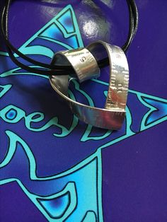 Schönes für ein Nähmädchen ❤️ #zoeseleuthera #Silber935 # Unikatschmuck #Ringe #Ohrringe #handgefertigt#handmadejewelry http://zoeseleuthera.com/?product=anhaenger-silber-935-naehband-herz