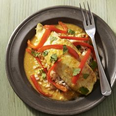 Baked white fish curry - Tilapia Basa - This healthy fish-and-vegetable curry recipe is made with yellow curry paste, but any Thai curry paste—red or green—will work. Tilapia Recipes, Fish Recipes, Seafood Recipes, Dinner Recipes, Dinner Ideas, Seafood Meals, Grilled Seafood, Thai Recipes, Bon Appetit