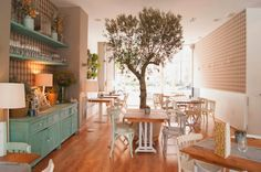 Cocotte and Co, una cafeteria con estilo en Valencia Cafe Interior Design, Decor, Shabby Chic Restaurant, Cafe Interior, Coffee Shop Interior Design, Cafeteria Vintage, Interior Design, Home Decor, Restaurant Interior