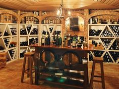 A wine cellar should not be missing in this villa in Quinta do Lago.