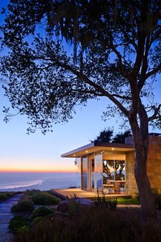 Contemporary Elegant Home Exterior of Carpinteria Foothills Residence by Neumann Mendro Andrulaitis Architects Casas California, California Homes, Beautiful Homes, Beautiful Places, Modern Landscaping, Cabana, My Dream Home, Interior Architecture, Residential Architecture