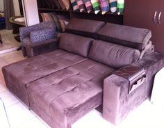 Sofá assento retrátil com abertura de 0,60 cm e encosto reclinável, tecido suedy animale cor chocolate.