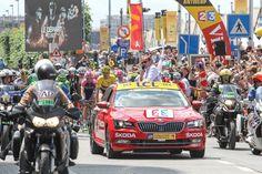 Spoločnosť ŠKODA AUTO podporuje známe cyklistické preteky od roku 2004. V tomto roku už pätnásty raz v pozícii oficiálneho partnera a tiež dodávateľa oficiálnych automobilov. Prečítajte si viac v článku.. Jaba, Disney Drawings, Racing, Tours, Travel, Driving Courses, Caravan, Automobile, Running