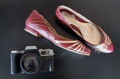 The Day Shoe . Modelo exclusivo da noiva Ana Luiza Ralston que quis garantir o conforto para festa sem perder o estilo, sapatilha Marsalla com Prata Velha. Sapato de noiva do jeitinho que você sonha... #sapataodenoiva #sapatosobmedida #feitoamao #sapatoexclusivo #marsala #thedayshoe #sapato #saltoalto #shoe #shoes #wedding