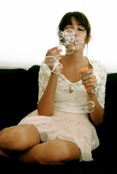 Bubbles take breath. Breathing helps on relax. Yes, blowing bubbles is fun and relaxing! Senior Girl Poses, Senior Girls, Senior Portraits, Soap Bubbles, Bubbles 3, Wedding Bubbles, Blowing Bubbles, Portrait Inspiration, Family Photos