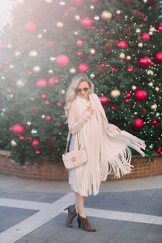 Blogger @apinchoflovely stuns in Total Motion booties for the holiday. Rockport Total Motion, Kimono Top, Booty, Pairs, Holiday, Collection, Women, Fashion, Moda