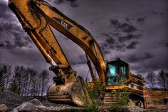 Hire efficient excavators for land moving projects It is the job of land excavation contractors to render a specific land area, suitable for construction. They use heavy equipments and excavators for the purpose of land leveling. Excavator Logo, Cat Excavator, Caterpillar Equipment, Construction Business, Heavy Equipment, Country Life, Bouldering, Productivity, Tractors