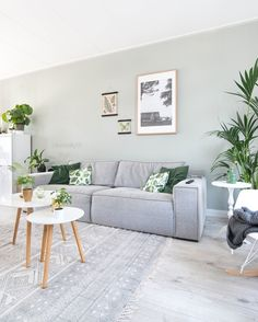 20 Lovely Living Room Design Ideas for 2019 - Rearwad Colourful Living Room, Living Room Green, Living Room Colors, Home Living Room, Living Room Decor, Interior Design Living Room Warm, Living Room Designs, Design Room, Wall Design