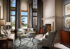 rideaux salon tendance à rayures verticales pour double hauteur sous plafond