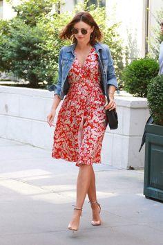 Miranda kerr in summer dress out running errands in new york Estilo Miranda Kerr, Miranda Kerr Style, Simple Dresses, Casual Dresses, Summer Dresses, Curvy Women Fashion, Black Women Fashion, Dress Out, Office Fashion