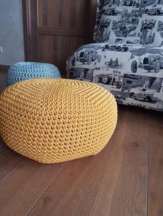 Mooie gele gehaakte poef/Ottomaanse voor kinderkamer of woonkamer. Deze vloer kussen is haakwerk in een gele kleur. Poefjes zijn geweldig om te gebruiken als vloer kussens rond het huis, ook te gebruiken als voetenbankje, TV kijken of als een extra stoel. OPMERKING: > afmetingen: 45cm