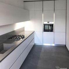 Check out these white kitchen designs and ideas that you can implement in your new kitchen. Open Plan Kitchen Living Room, Kitchen Room Design, Modern Kitchen Design, Home Decor Kitchen, Interior Design Kitchen, Kitchen Cabinet Styles, Modern Kitchen Cabinets, Interior Minimalista, Design Moderne
