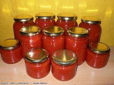 Φτιάξτε σπιτική σάλτσα ντομάτας σε βάζα και διατηρήστε την μυρωδάτη για το χειμώνα ώστε να μη χρειαστεί να αγοράσετε! Healthy Cooking, Cooking Recipes, Healthy Recipes, Canning Tips, Canned Tomato Sauce, Food Decoration, Greek Recipes, Soul Food, Food Hacks