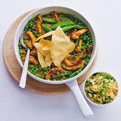 Kipcurry || koolzaadolie, kipfiletreepjes, Indiase currysaus (mild), tuinerwten, sugarsnaps, roerbakrijst, koriander