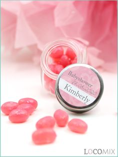 We offer a lot of wedding favours like the Candy Jar favours. The Candy Jars will be filled with your favourite sweets! Also, the lids of the Candy Jars get a sticker with the chosen and personalised design. Order our unique favours now at LocoMix.eu!