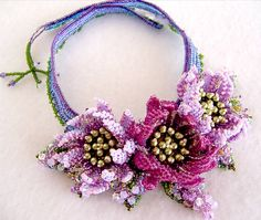 The 3 gorgeous flowers were beaded in violet and lavender color. Beading Projects, Beading Tutorials, Beading Patterns, Seed Bead Necklace, Seed Bead Jewelry, Beaded Necklaces, Seed Bead Flowers, Beaded Flowers, Beaded Jewelry Designs