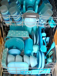 SOMEONE loves turquoise dishes ! ;)