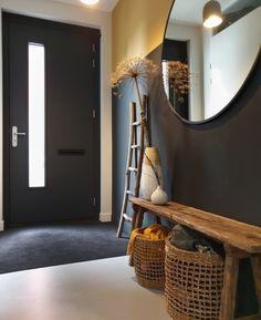 Interior Concept, Home Interior Design, Hall Interior, Mawa Design, Adobe House, Black Walls, Deco Design, Hallway Decorating, Home Fashion