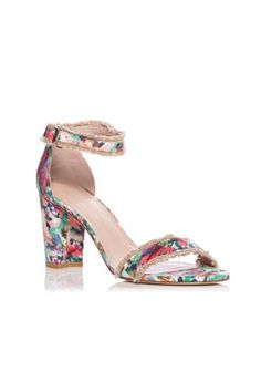 647f1908f7e77e 15 Chic Sandals to Put a Spring in Your Step