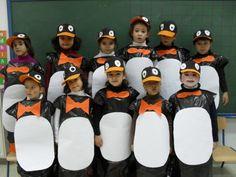 pingüinas hechos con bolsas de basura cartulina y gorras pintadas