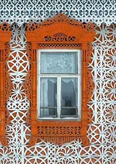 Russina house with gingerbread trim looks like lace made from wood Wooden Architecture, Russian Architecture, Architecture Details, Wooden Windows, Windows And Doors, Ventana Windows, Portal, Window View, Through The Window