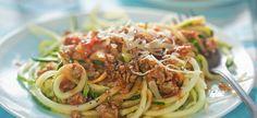 Toto sú nízkosacharidové prílohy, ktoré vám zachutia! | Plnielanu.sk Spaghetti Bolognese, Courgetti Spaghetti, Bolognese Sauce, Family Meals, Kids Meals, Veg Pie, Low Carb Nudeln, Zoodle Recipes, Feta