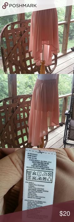Gorgeous Hi-Lo Skirt by Forever 21 Size Medium...see pics for details and material info Forever 21 Skirts