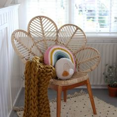 Take a look at this interesting swing chair - what a creative concept Eames Chairs, Room Chairs, Rattan Headboard, Peacock Chair, Diy Chair, Little Girl Rooms, Girls Bedroom, Bedroom Ideas, Decoration