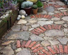 Оригинальные идеи по использованию кирпича в оформлении садового участка   Colors.life