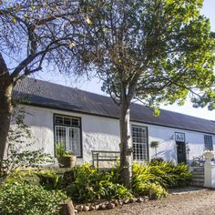 Come and have a first-hand taste of history in this beautiful, historic house in Swellendam. Moolmanshof, built in 1798, is said to be the oldest house still standing in this charming little town!  #historictown #smalltown #charm #Swellendam #rustic #accommodation #southafrica