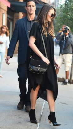 The model, mother, and cookbook author steps out in the ideal LBD for the transitional temps. Fall Fashion 2016, Autumn Fashion, Chrissy Teigen Style, Celebridades Fashion, Maternity Fashion, Maternity Style, Wearing Black, Celebrity Style, Girl Fashion