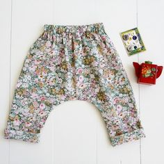 Baby + Toddler Harem Pants Sewing Pattern The comfort and ease of these elastic waist pants make them perfect for active babies and toddlers. Baby Clothes Patterns, Sewing Patterns For Kids, Baby Patterns, Clothing Patterns, Pattern Sewing, Sewing Ideas, Pattern Drafting, Knitting Patterns, Sarouel Pants