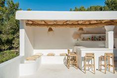 Ibiza living: Ibiza homes – Can Olivos Beach Bathrooms, Outdoor Bathrooms, Spanish House, Mediterranean Homes, Mediterranean Architecture, Terrace Garden, Lounge Areas, Cheap Home Decor, Home Remodeling