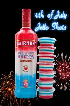Beautiful red, white and blue layered patriotic Jello shots that will light you up like the of July! July 4th Jello Shots, Blue Jello Shots, Making Jello Shots, Fourth Of July Drinks, Jelly Shots, 4th Of July Desserts, Alcohol Jello Shots, 4th Of July Party, Raspberry Jello Shots