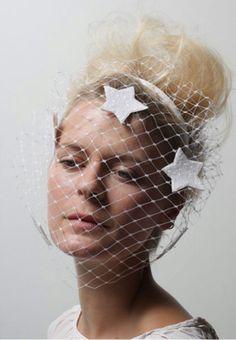Benoit Missolin(Paris) Race Wear, Races Fashion, Derby Day, Paris Wedding, White Outfits, Historical Clothing, Bridal Headpieces, Headgear, Veils