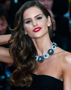 Makeup Tips: How To Make Your Skin Look Flawless >>> You can find more details by visiting the image link. Party Hairstyles, Wedding Hairstyles, Hairdos, Wedding Hair And Makeup, Hair Makeup, Izabel Goulart, Smart Women, Beauty Supply, Your Skin